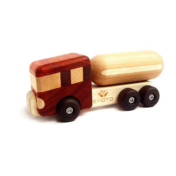 Tankbil i træ flot design der holder til leg Olisan.dk