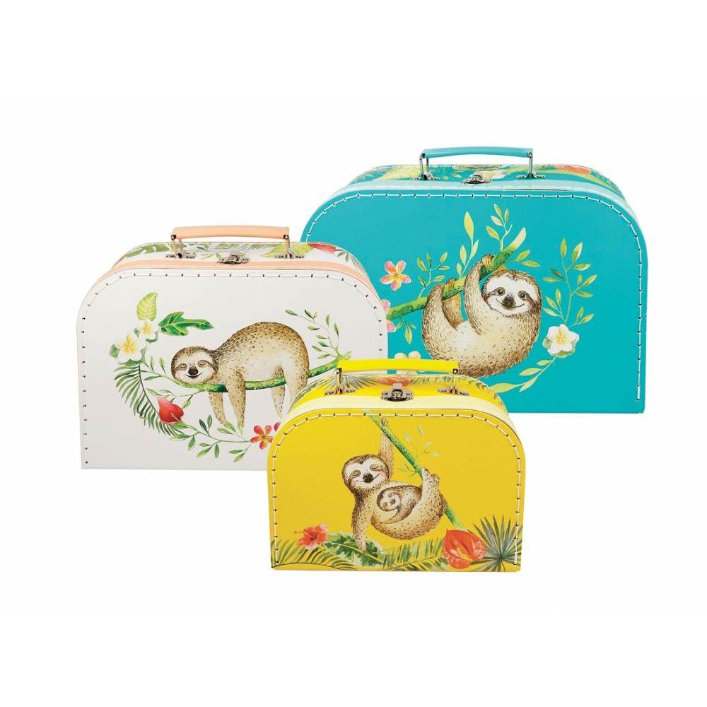 kuffertsæt med tre forskellige størrelser med tre forskellige motiver af dovendyr i meget kraftigt pap og metal håndtag.